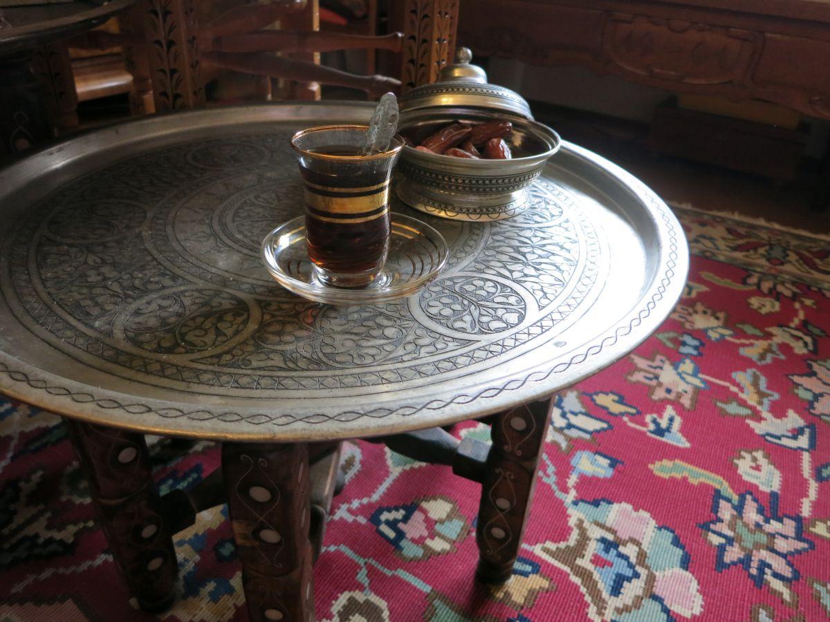 tische orientalisch design inspiration f r ihren heimtisch. Black Bedroom Furniture Sets. Home Design Ideas